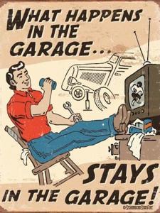 What happens in the garage - Retro Metallskylt - 32 x 41 cm - www.frokenfraken.se