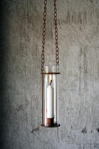 Hängande Ljuslykta med stormglas - Ø 5 x H 20 cm - www.frokenfraken.se