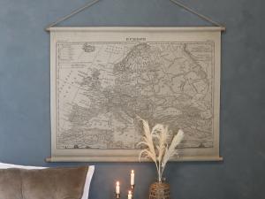 Tavla - Karta Europa - Beige - 90 x 120 cm - www.frokenfraken.se