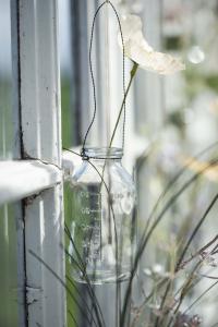 Glasflaska - Vas i tråd - 100 ml - Ø4,7 x 9,7 cm - www.frokenfraken.se