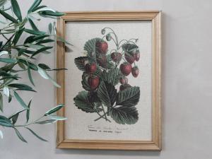 Tavla - Jordgubbsmotiv & Natur ram - 43 x 33 cm - www.frokenfraken.se