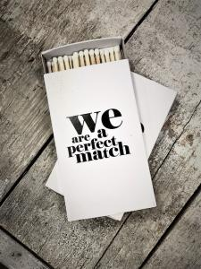Tändstickor - We Are A Perfect Match - 7 x 12 cm - www.frokenfraken.se