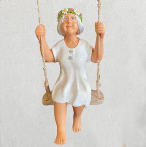 Dekoration Sommar -Elsa i gungan - Figur - 22 cm - www.frokenfraken.se